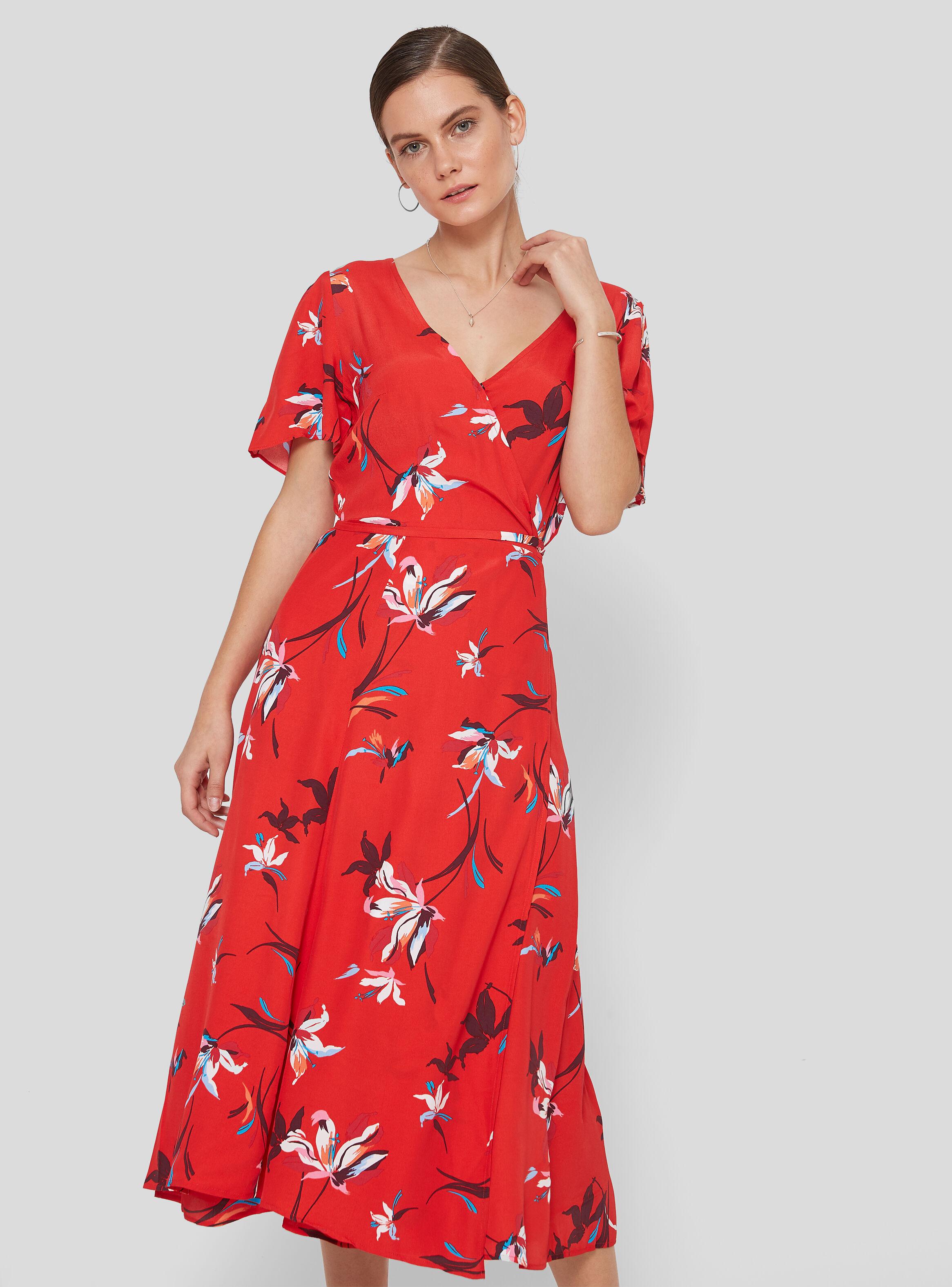 Vestido rojo corto pegado al cuerpo