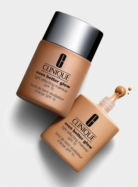Base%20Maquillaje%20Even%20Better%20Glow%20Light%20Reflecting%20Makeup%20SPF%2015%20CN%2062%20Porcelain%20Beige%20Clinique%2C%2Chi-res