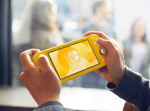 Nintendo%20Switch%20Lite%20Yellow%20%2B%20Juego%20Nintendo%20Switch%20Mario%20Kart%208%20Deluxe%2C%2Chi-res