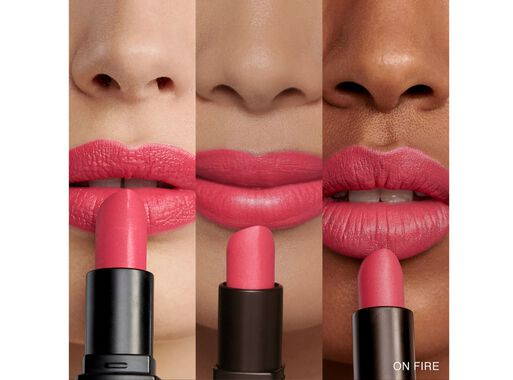 Labial%20Luxe%20Matte%20On%20Fire%20Red%20Bobbi%20Brown%2C%2Chi-res