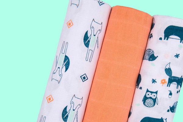 Pañales desechables y de tela de distintas marcas y tamaños.