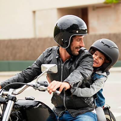 Cascos, chaquetas y otros accesorios de seguridad para motos