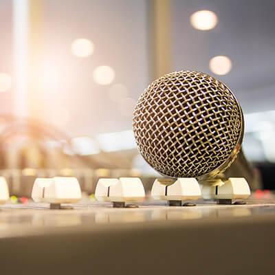 Parlantes portátiles y de karaoke de las mejores marcas