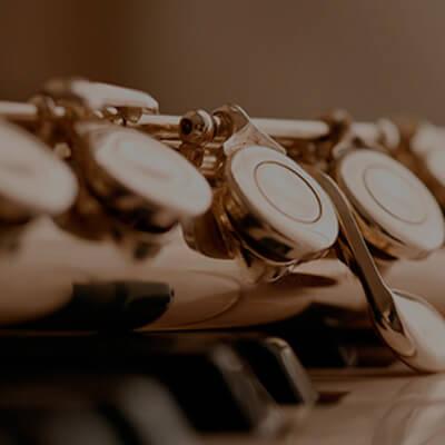 Flautas, saxofón, trompetas y otros instrumentos de viento