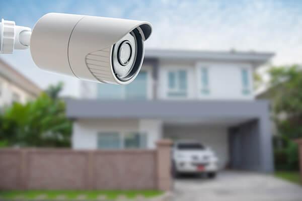Cerraduras, mirillas y smart things para uso de seguridad
