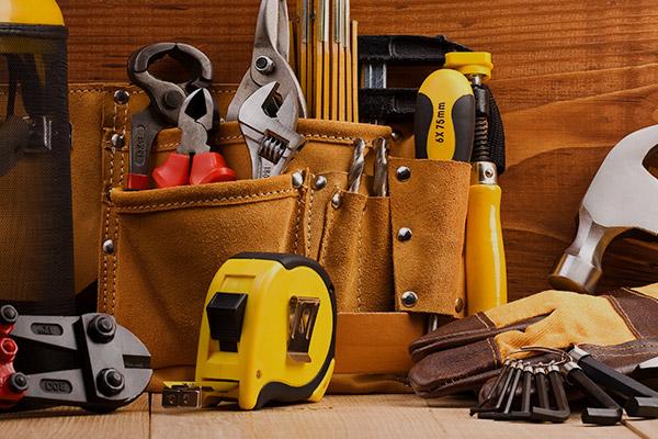 Juegos de llaves, alicates y otras herramientas manuales