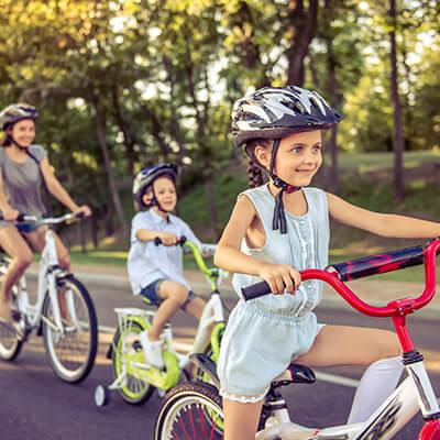 Cascos, candados. reflectantes y otros accesorios de seguridad para ciclismo