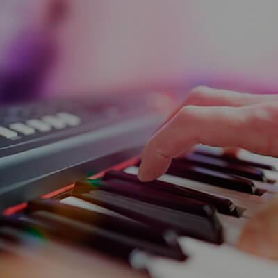 Teclados, pianos digitales y accesorios de las mejores marcas