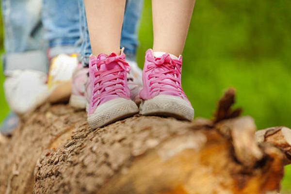 Zapatillas deportivas y urbanas para niñasde distintas estilos y marcas