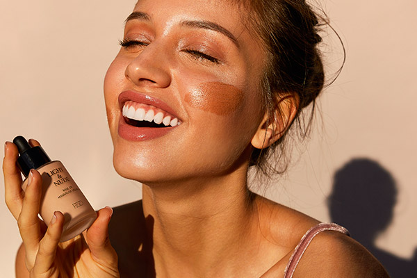 Productos de maquillaje para rostro, ojos, labios y uñas