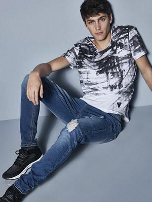 Jeans de distintos colores y marcas
