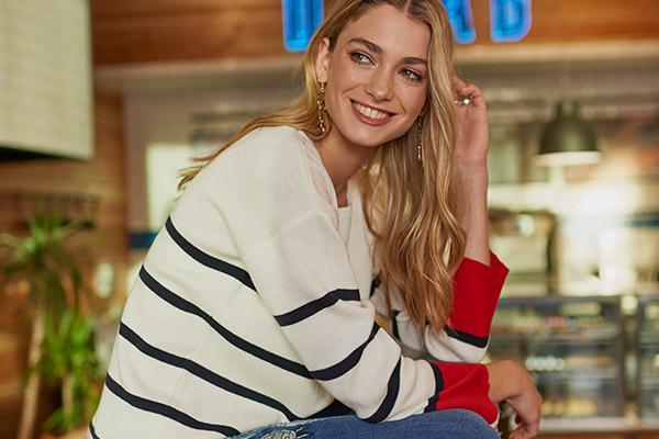 Chalecos, sweaters y cardigans de distintos colores y marcas
