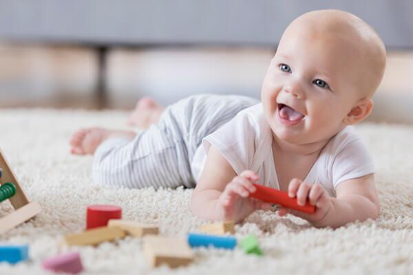 Coches, sillas, ropa, pañales y otros accesorios de bebé