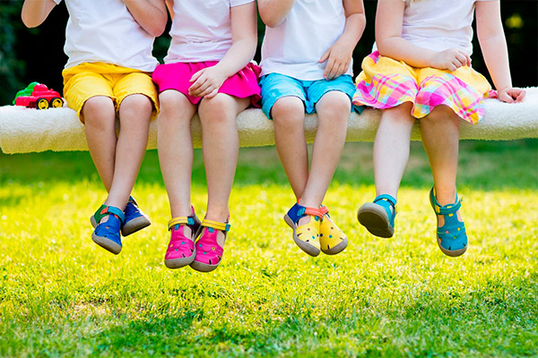 Zapatos, zapatillas, botines y sandalias para niños y niñas